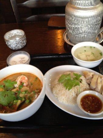Nishitokyo, Japan: チキンライスとトムヤムクンラーメンのセット
