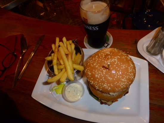 Kerry Coast Inn: What better than an old fashion burger, chips and a pint of Guinness