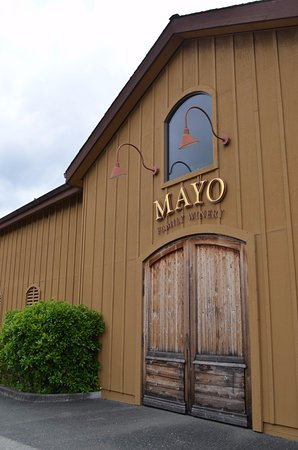 Extranomical Tours : May Family Winery