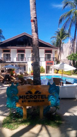 Microtel Inn & Suites by Wyndham Boracay: pool