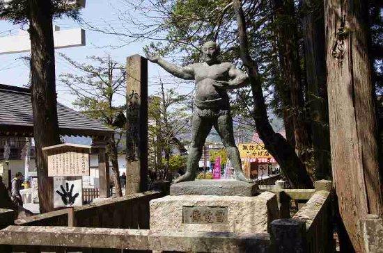 Suwa Shrine: 雷電の像
