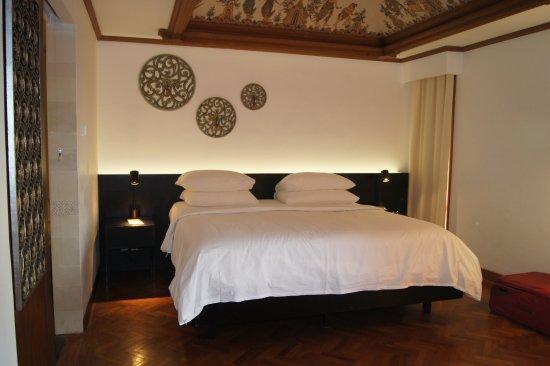 Nusa Dua Beach Hotel & Spa: King Bed