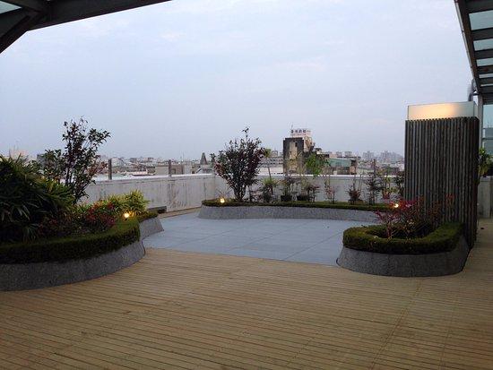 Taipung Suites: 頂樓庭園