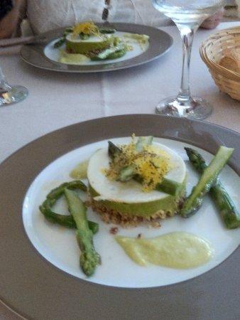 Cadenet, Fransa: Mousse d'asperges vertes et crémeux d'asperges blanches: asperge très gouteuses un régal