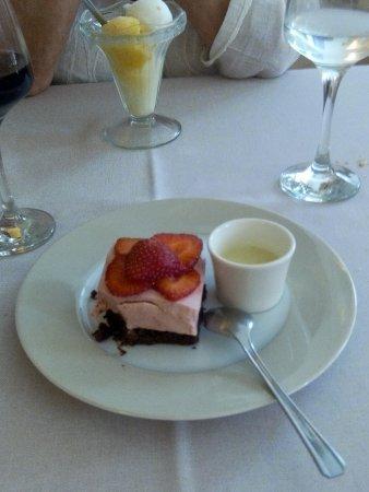 Au Moulin Gourmand - Maître Restaurateur : sablé au chocolat mousse de fraise et coulis de verveine : succulent !!!