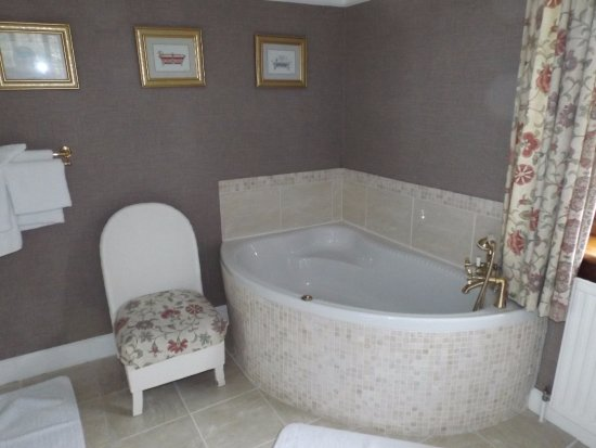 Newtonmore, UK: Corner bath