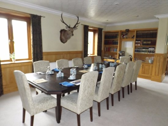 Newtonmore, UK: Long dining table