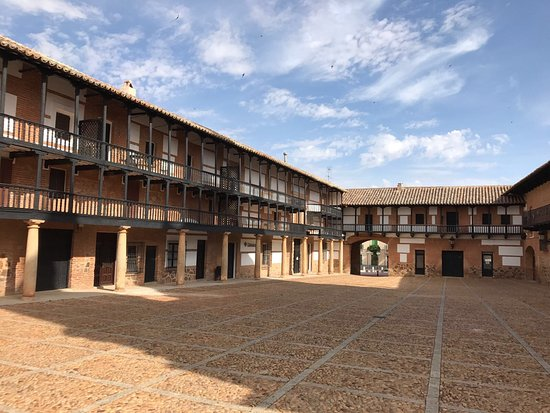 San Carlos del Valle, Spain: Plaza Mayor
