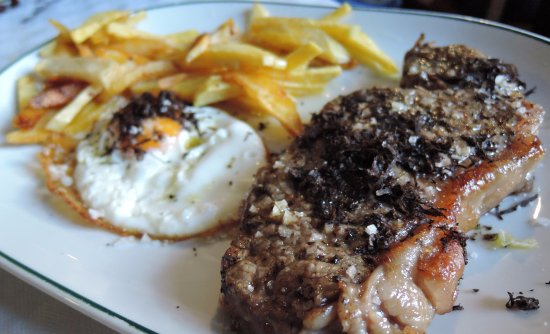 Vistabella del Maestrazgo, Spanien: Entrecot añojo con trufa fresca y huevo trufado