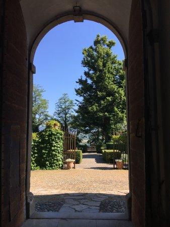 Rocca Grimalda, Italia: vista del parco dal cortile