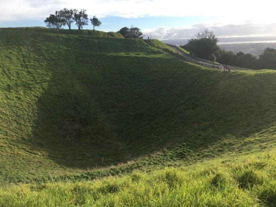 Mount Eden: Volcano crater