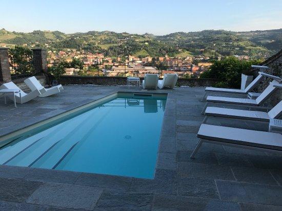 Relais villa del borgo canelli itali foto 39 s reviews for Villa del borgo canelli