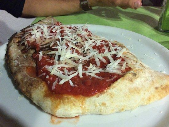 Prosecco, Italie : Ripiena brie salamino e melanzane e verdure grigliate miste senza mozzarella