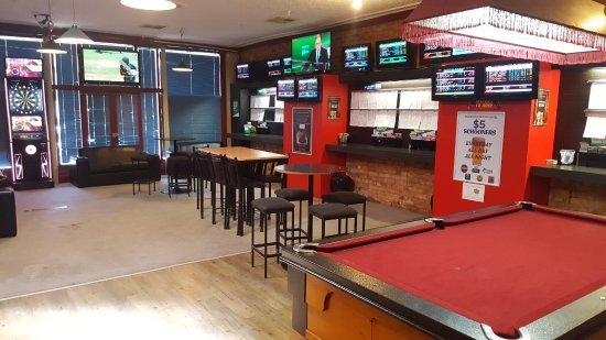Rutherglen, Australia: TAB with pool table and FOX sports