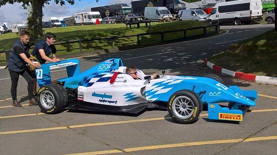 Snetterton, UK: F3's going to the grid