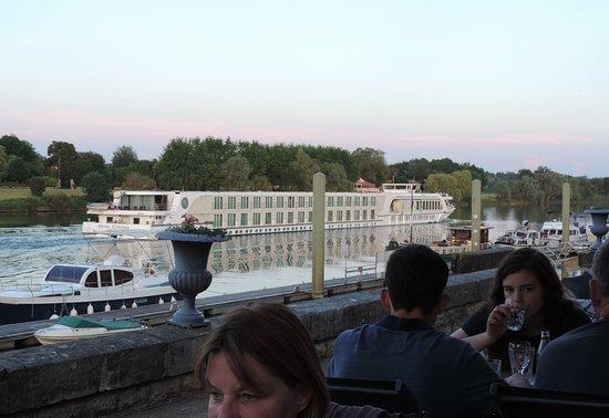 Tournus, Fransa: A View of the Saône