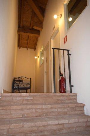 Casteldidone, Italie : scala accesso camere