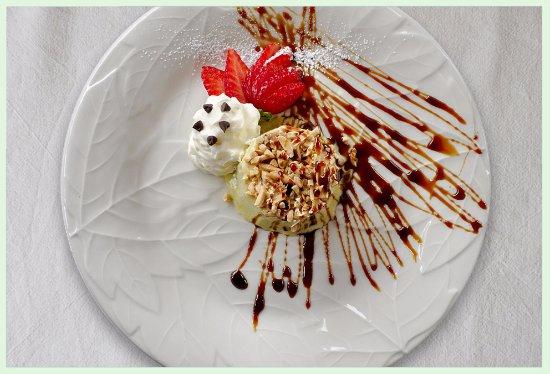 Calderara di Reno, Italy: dolci fatti in casa con prodotti freschi per concludere una cena nel migliore dei modi.