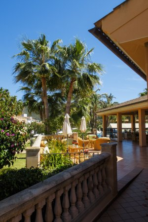 Mon Port Hotel & Spa: Outside reception.