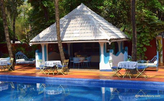 Анджуна, Индия: poolside