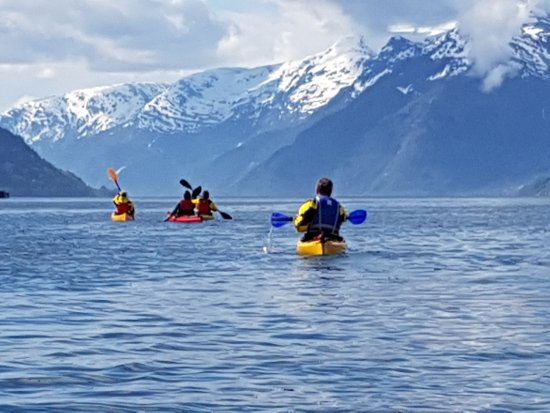 Lofthus, Norge: kayak in beautiful Hardanger with a view to Folgefonna Glacier