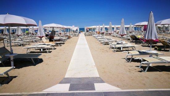 Spiaggia 60 Riccione Laccesso Alla Verso Il Mare