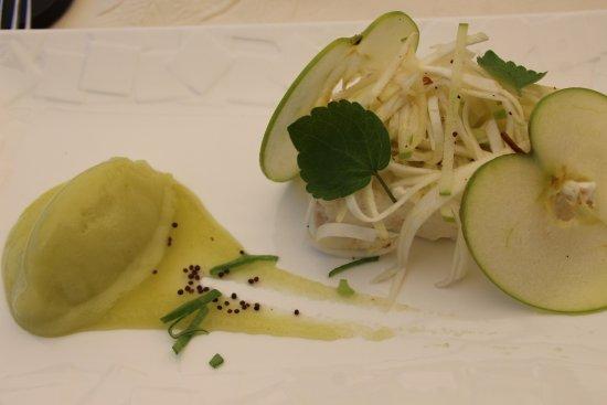 Herbignac, Francia: Haddock fumé, crème fraîche et graines de moutarde, glace au céleri et pomme verte