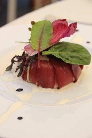 Herbignac, Prancis: Charlotte de magret de canard fumé, champignons de Paris à la crème et au vinaigre de balsamique