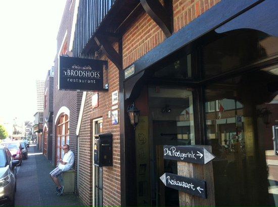 Rijssen, Países Bajos: Ingang van het restaurant