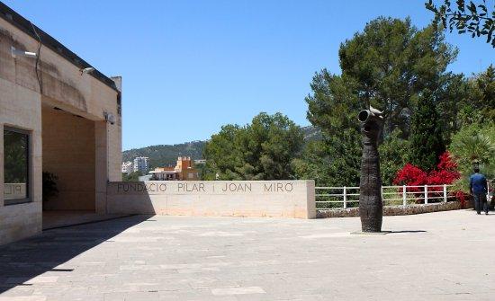 Pilar and Joan Miro Foundation in Mallorca : The entrance to the Fundacio
