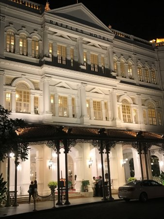 how to go to raffles hotel