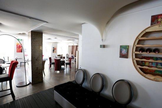 La Brasserie De La Mer: Une Salle Spacieuse à Lu0027univers Moderne Et  Chaleureux