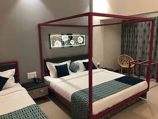Bharat Hotel: Executive AC Rooms