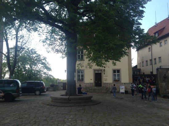 Burg Hohnstein: Blick auf Anmeldung