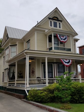 Hanna House Bed & Breakfast: Front view