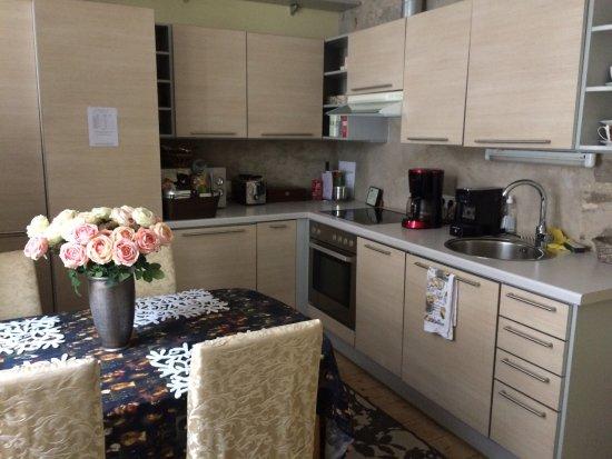 2sovrum, kök, vardagsrum och bastu. Mysigt och fint! - Picture of ...