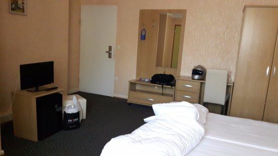 Beau Sejour Hotel : Kamer 24 op 3de verdieping aan straatkant