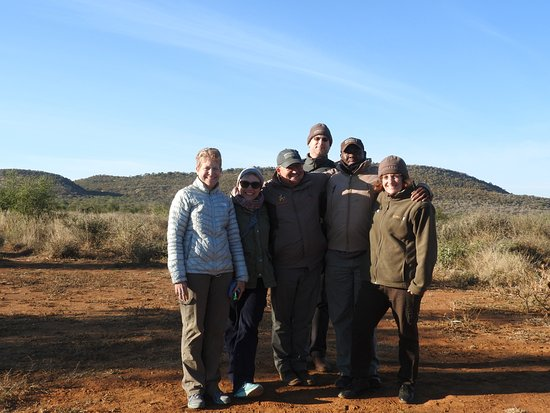 Madikwe Game Reserve, Sudáfrica: Group photo with Tyrone and Sam