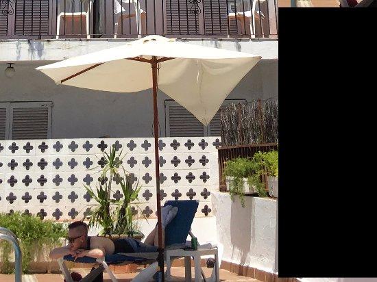 Hotel El Cid : broken parasol
