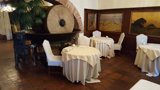 Pievescola, Italy: Part of restaurant