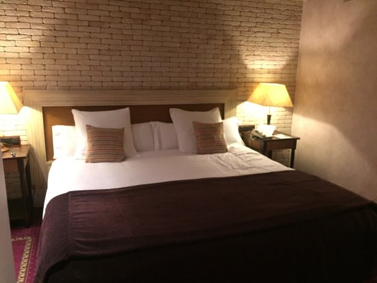 Roc Blanc Hotel: Lit king size