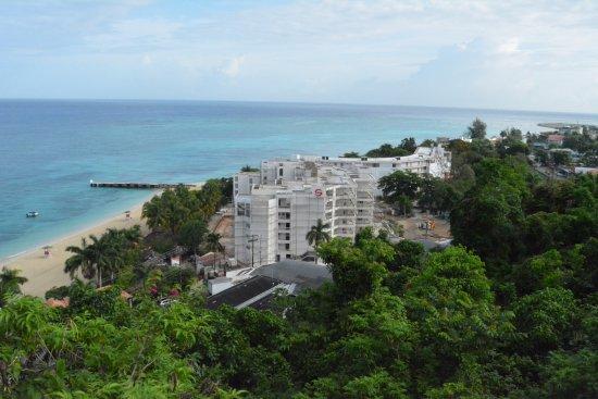 El Greco Resort: View of beach from El Greco restaurant