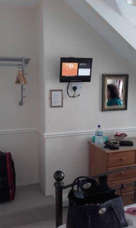 The Laurels Guest House: Clean