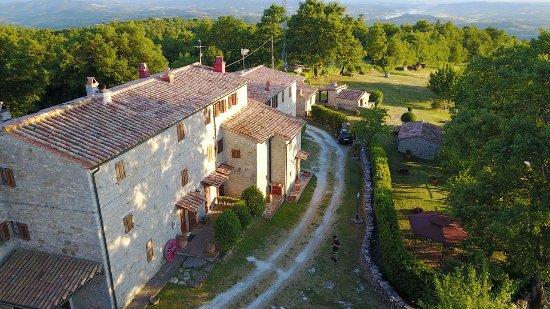 "Semproniano, إيطاليا: Foto aerea all agriturismo ""i Monti"""