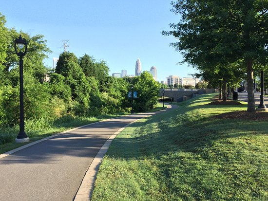 Little Sugar Creek Greenway: Nice stretch of green
