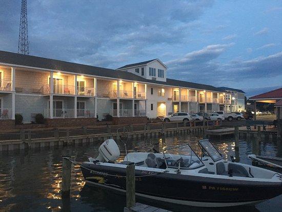 Anchor Inn: Hotel Sits on a private Marina & Pier.
