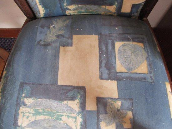 Crown Resorts Henipa: Stühle mit gestrichen / Farbe