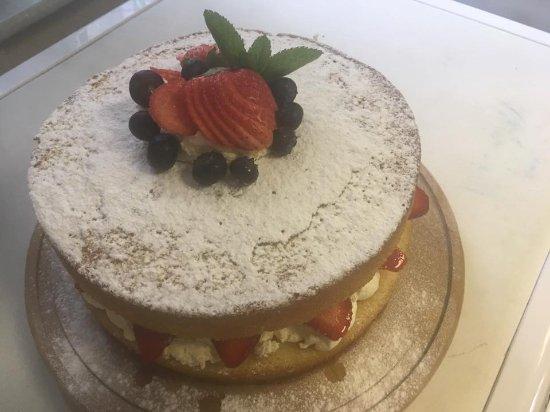 Cullingworth, UK: Delicious cake!