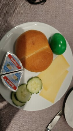 Hotel Illuster: breakfast- this is what I found to eat
