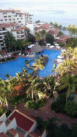 Sheraton Buganvilias Resort & Convention Center: View looking toward timeshare building